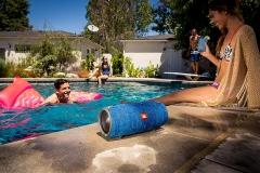 JBL-Xtreme-am-pool